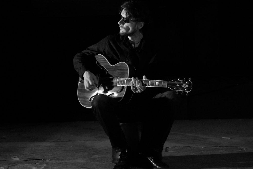 Výnimočný gitarista Peter Vavro je všestranný umelec a pedagóg.