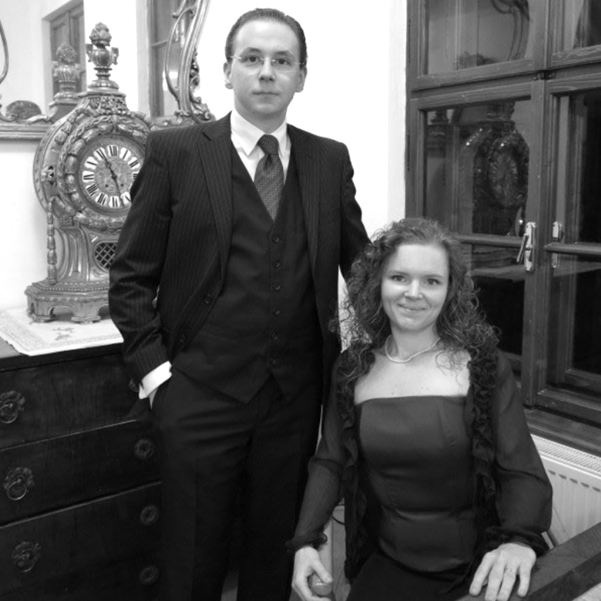 Kontrabasista FILIP JARO a klaviristka XÉNIA JAROVÁ pôsobia ako KONCERTNÉ DUO od roku 2011. S hudobnou ideou objavovania a spoločného súznenia oživujú diela zabudnutých KONTRABASOVÝCH VIRTUÓZOV a slovenský i svetový KOMORNÝ REPERTOÁR.